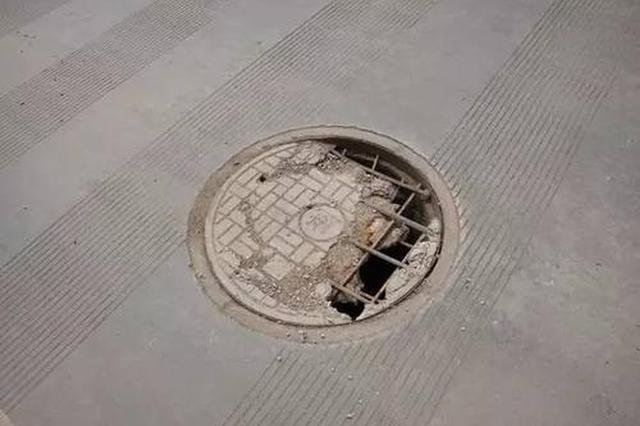 污水井跑冒 影响环境卫生