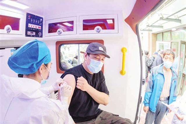 接种疫苗进行时:移动接种车进社区(图)