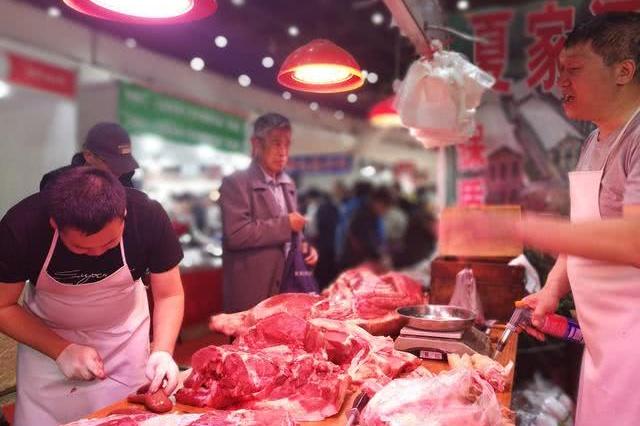 """连月下跌持续""""探底""""未来是否""""跌跌不休"""" 五问猪肉价格"""