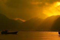 闵地夕阳西下泛孤舟