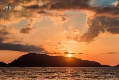 普吉镇芭东海滩落日风光
