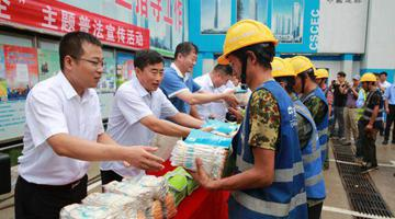 天津人力社保局开展主题普法宣传