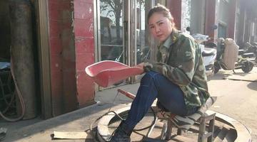独腿女孩当电焊工 回绝300人表白
