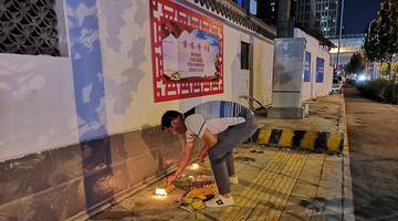 中元节 各地市民街边祭祖