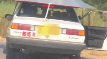 教练车居然在天津马路上敞着门开