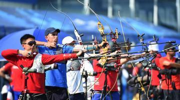 残健运动员出战军运会比拼射箭