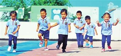 昨日,华夏未来双语幼儿园的孩子们快乐轻松地迎接开学复课。