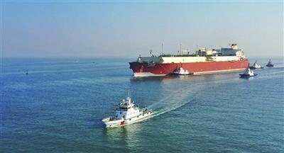 天津供暖季迎来最大LNG运输船(图)