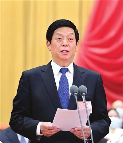 大会主席团常务主席、执行主席栗战书主持大会。 新华社记者 申宏 摄