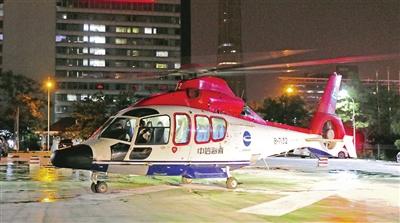 直升机在泰心医院停机坪降落 图片由泰心医院提供