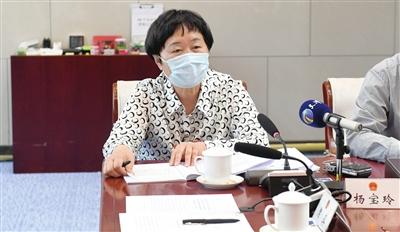 杨宝玲代表发言 杜建雄 摄