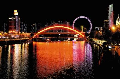 图为夜景灯光照明改造提升后的金钢桥