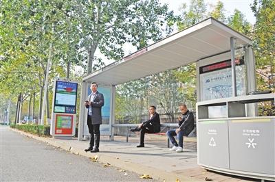 智能公交站牌亮相空港街头