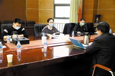 滨海新区纪委监委常对相关干部进行回访教育。