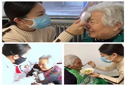 李子玉、李美媛为老人们健康服务工作中