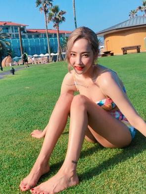韩国女星朴誉恩晒比基尼美照