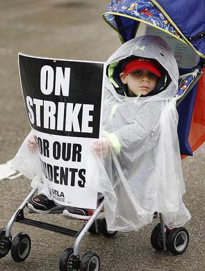 万名洛杉矶教师30年来首罢工