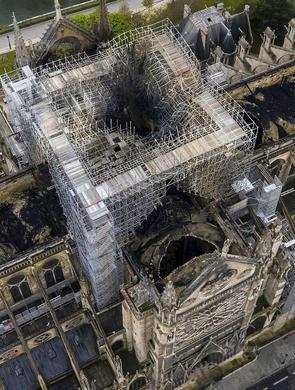 高空俯拍火灾后的巴黎圣母院