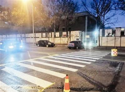 中心城区新增22面交通标志及各类标线600平方米 完善校园周边