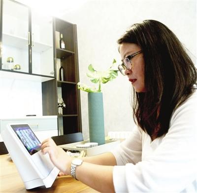 居民家中陪伴智能语音器,随时可享受到社区物业服务