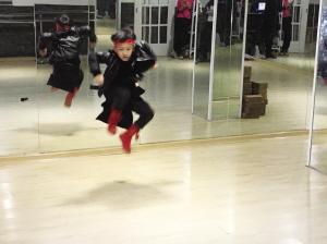 麦克表演街舞