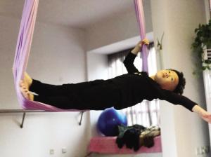 麦克小小年纪 却能做一系列高难度瑜伽动作