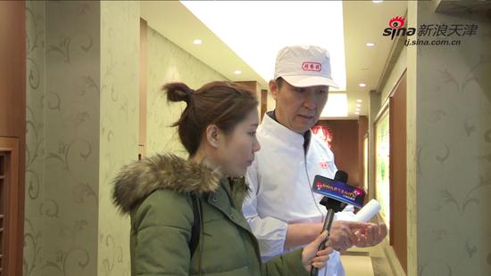桂发祥老师傅同记者分享麻花制作工艺