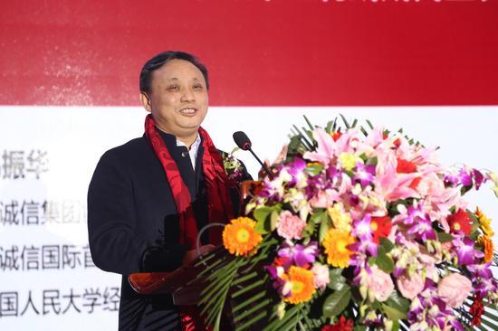 楚商联合会监事长毛振华发表主旨演讲