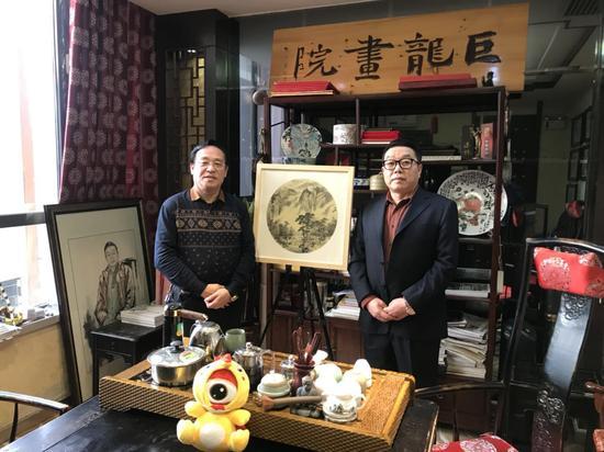 左:陈钢 右:巨龙画院院长张维