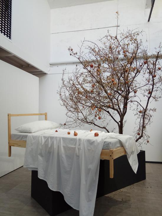 """选矿厂是棉3创意街区里的一家跨界空间,青年艺术家杨森博个展""""浮游""""即在此展出。"""