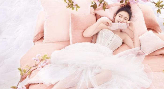 林允粉嫩出镜演绎优雅芭蕾少女