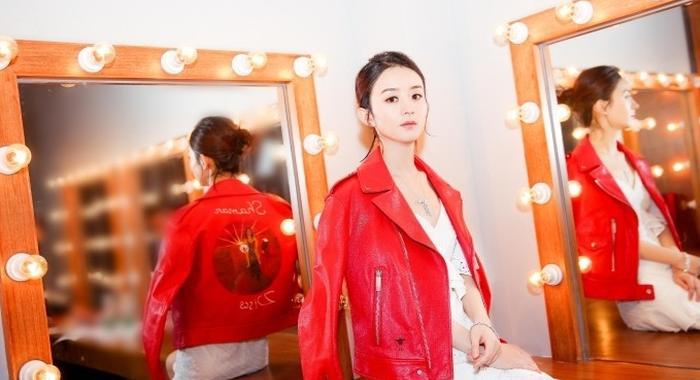 赵丽颖披红色皮夹克眼神冷漠扮酷