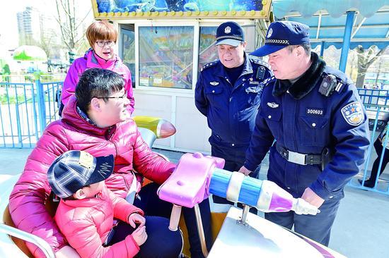 公安南开分局水上公园治安派出所:确保游客安全