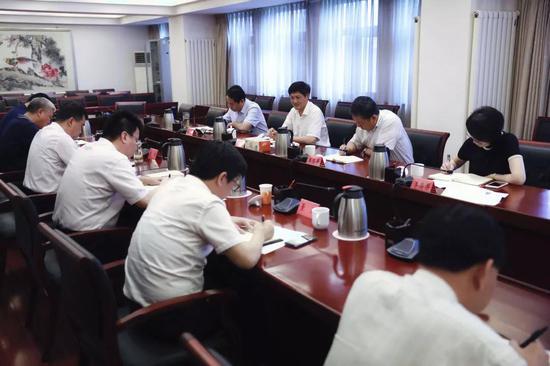 市委政法委机关开展主题教育学习研讨交流