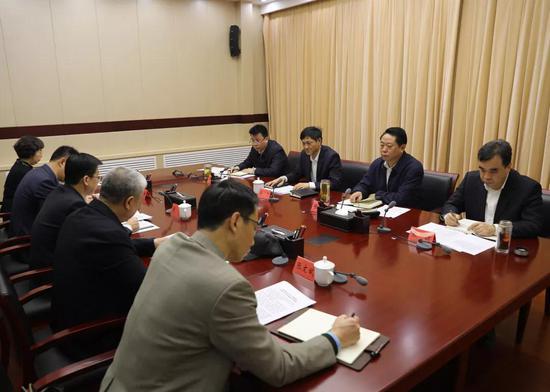 市委政法委傳達貫徹市委常委會和市委市政府專題會議精神