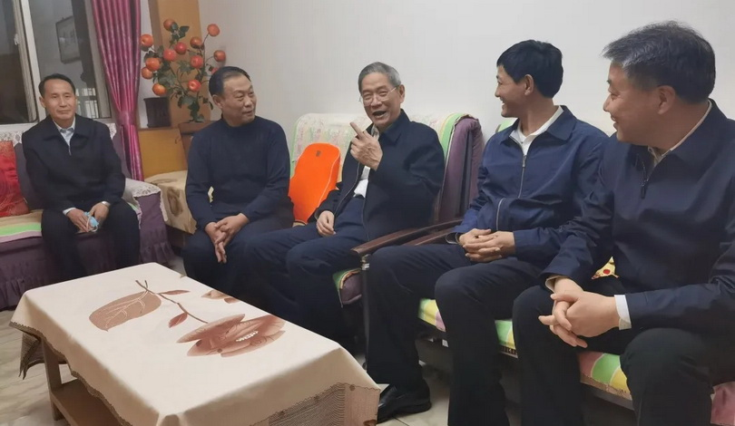 张志军夜访市民听取政法队伍教育整顿意见