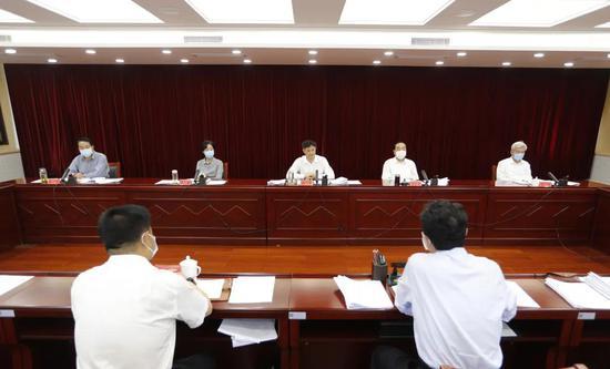 市委政法委召开全体会议传达学习贯彻市委专题研讨班精神