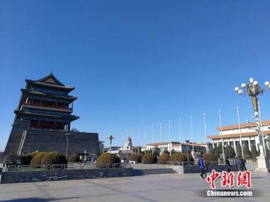 ↑资料图:北京蓝天 中新网记者 张尼 摄