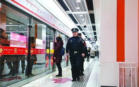 """加强客流高峰安保工作 本市地铁""""全运时站站有警"""""""