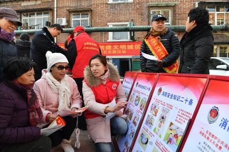 长虹街开展安全防范宣传