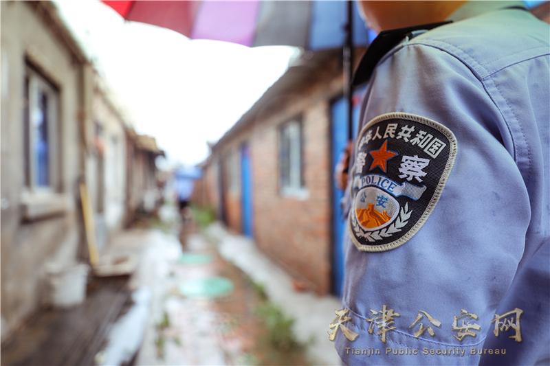 风雨中的坚守——风里雨里,我们就在您身边!责编:赵军