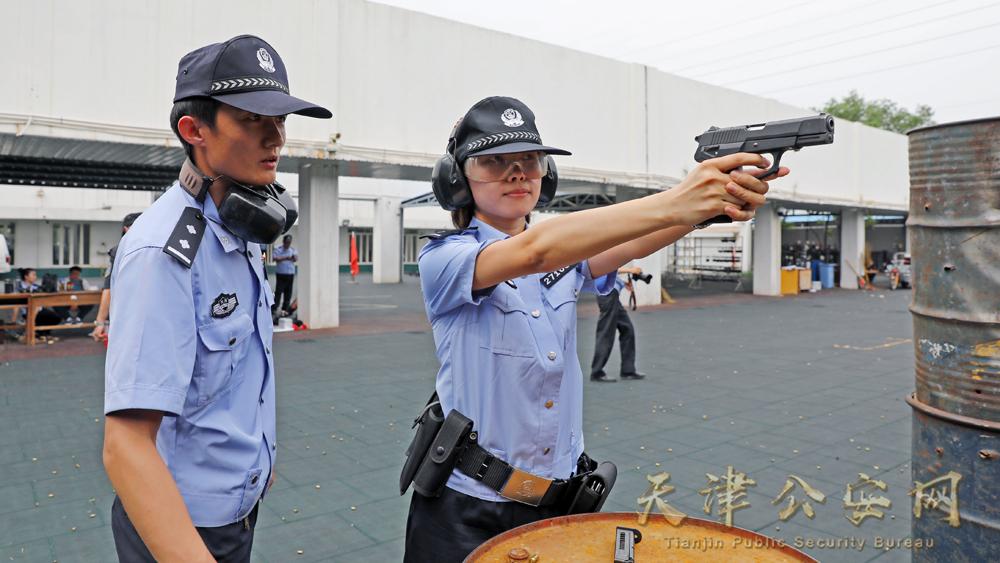 训练场上公安民警实弹射击精彩瞬间 摄影:公安河北分局 李熙