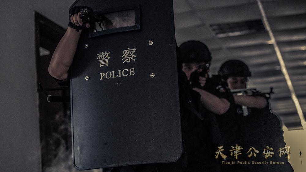 爆燃大片!河西特警抓捕实战演练! 摄影 公安河西分局 张文凯