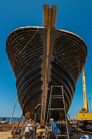 实拍:手工建造木渔船过程