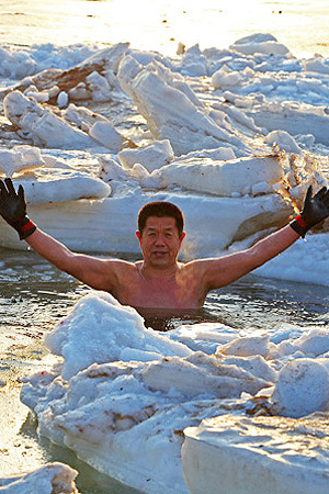 跳进冰冻的大海是什么感觉