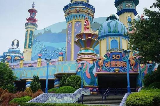 5D城堡影院的电影绝对不能错过,非常精彩,每半小时就有一场。你会闻到气味,感受到风、雨、雪,剧情我就不剧透了。
