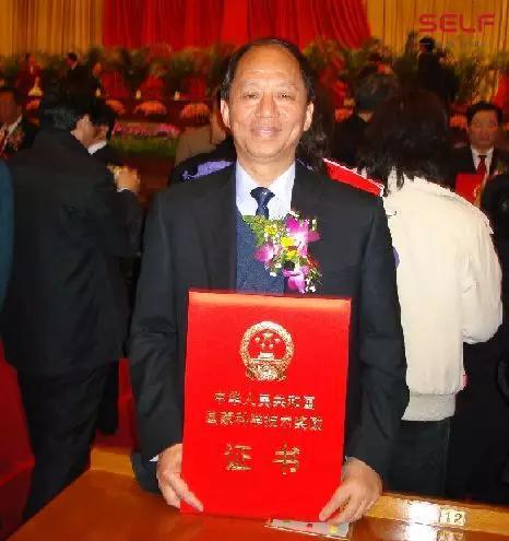 中国卫星成功返回请不要忘记这位可敬的航天人