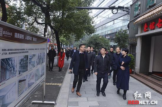 1月13日,芙蓉区委书记于新凡(中)带队,对该区17个特色项目进行观摩。
