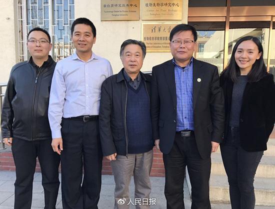 中国科学家代表,自左至右依次为:李炳志、戴俊彪、杨焕明、元英进、沈玥。