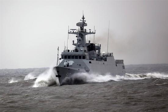 中国建舰速度世界第一:每月下水一艘舷号都不够用了